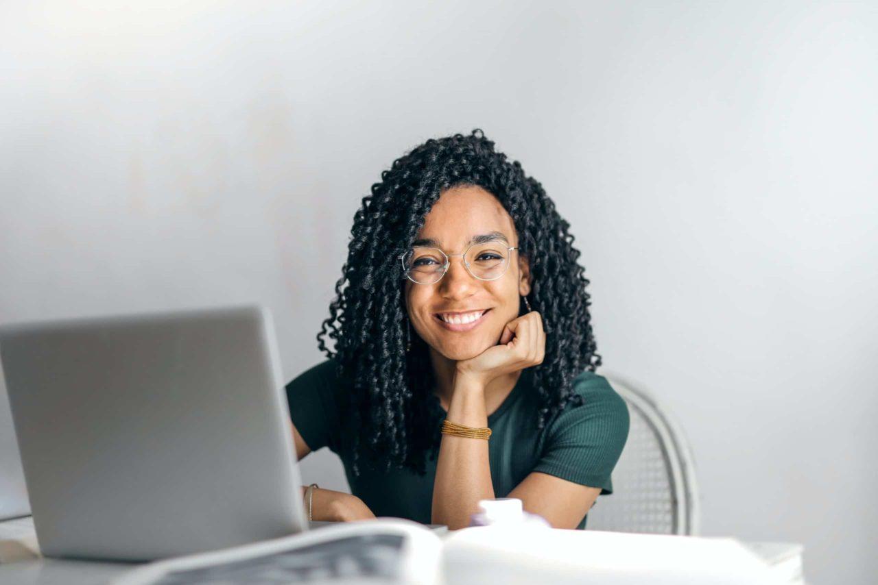 empresa-online-mulher-sorrindo
